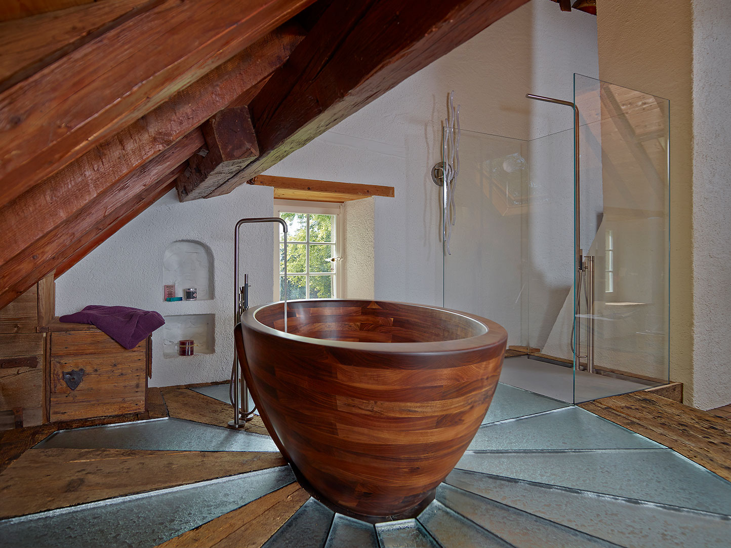 Image no. 2 of Baula bathtub and Kapai washbasin made in Walnut - Farmhouse in Switzerland