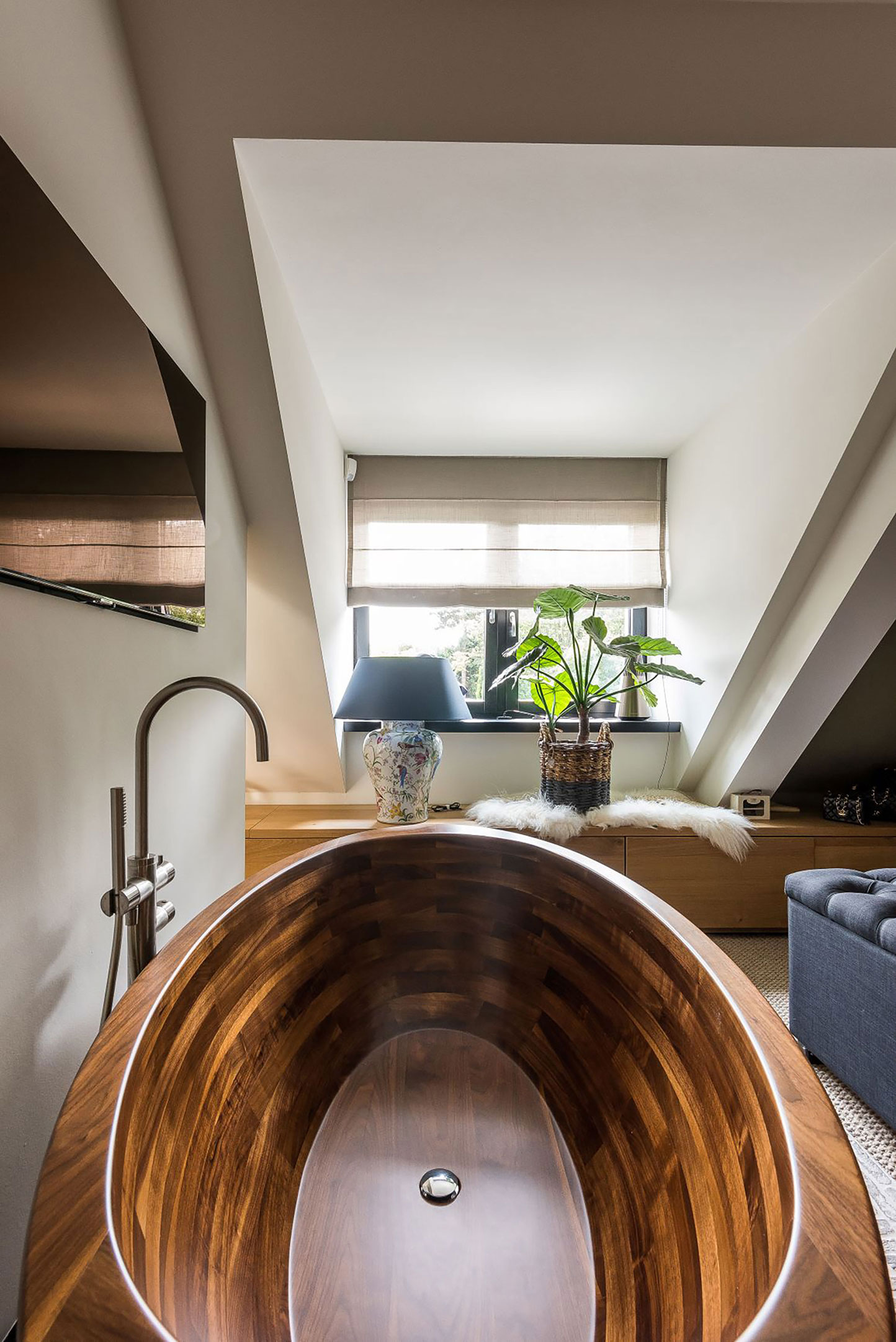 Image no. 2 of Wooden bathtub Baula in Walnut - Residence in Netherlands