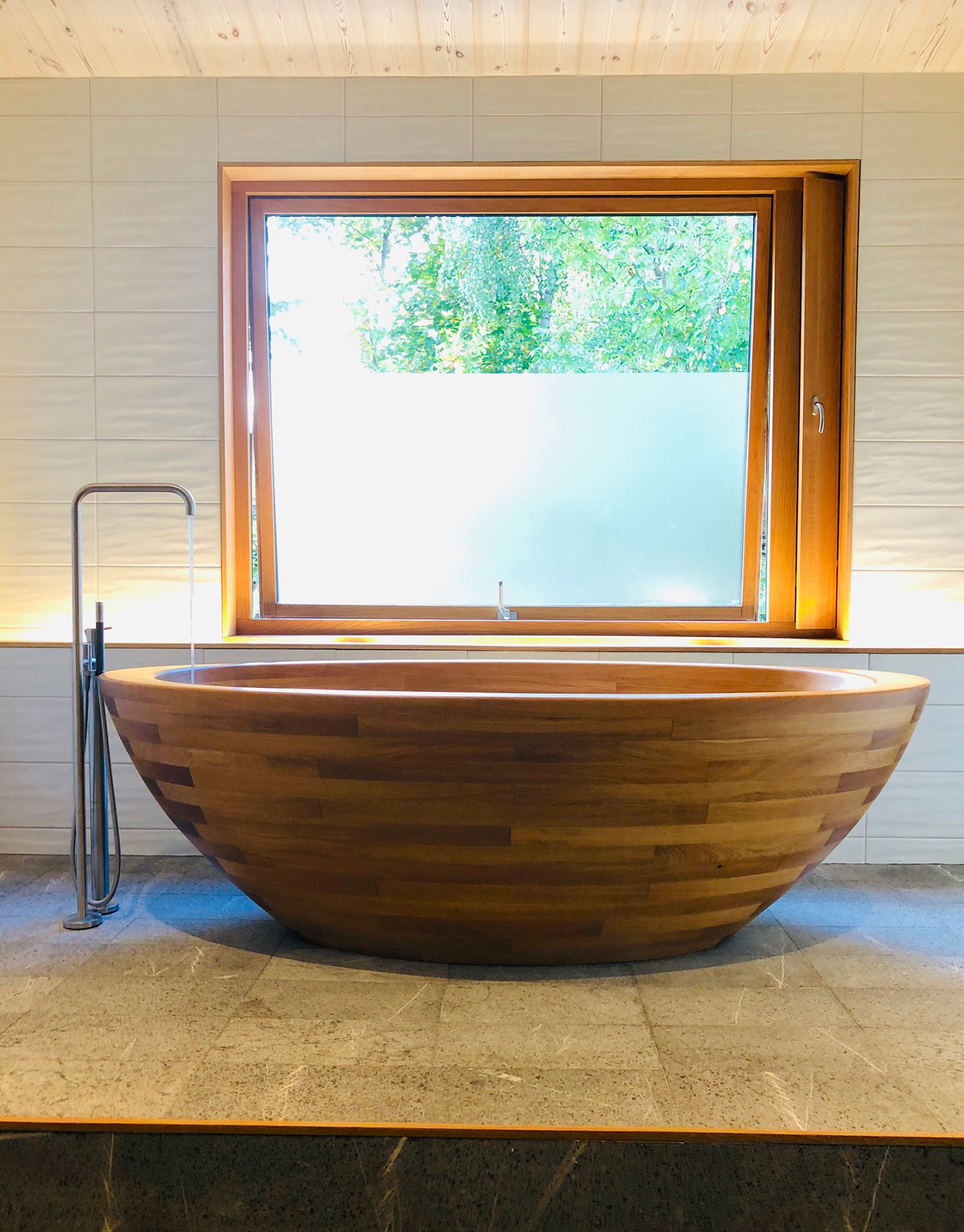 Image no. 2 of Wooden bathtub Baula and two Kapai washbasins - Swedish Villa
