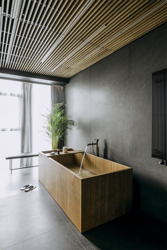 Image no. 1 of Project by Medusa Group - Wooden bathtub Puari for Nobu Warsaw